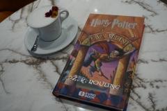 Ima li šta lepše od šolje divne kafe i omiljene knjige?